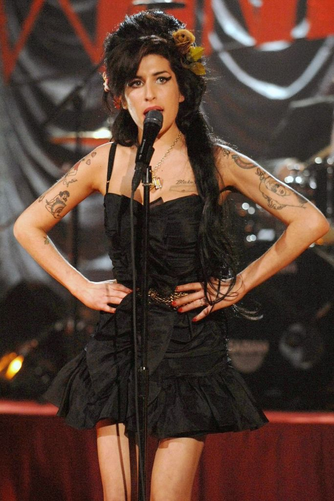 amy-winehouse-grammy-2008-vogue-12sept13-rex_b